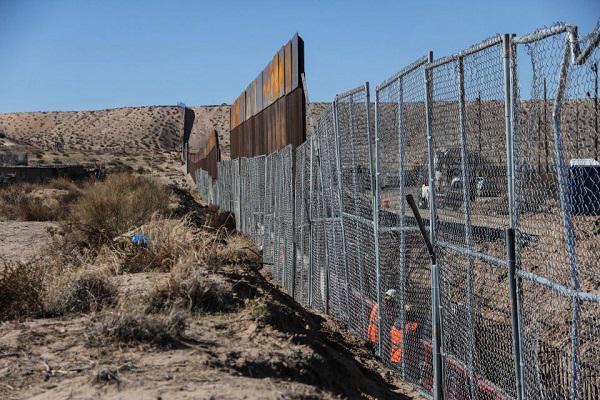 Valla en una parte de la frontera entre USA y Mexico foto Kaos en la red