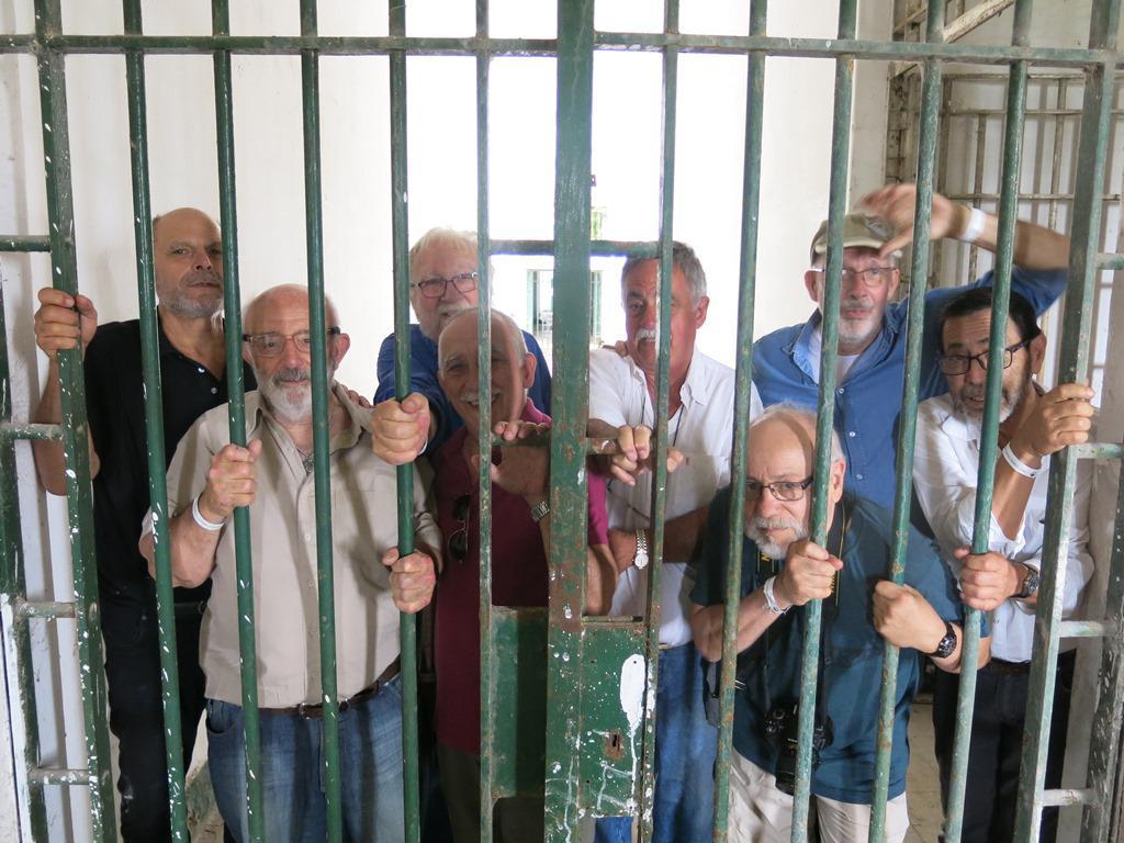 8 ex presos politicos de Coronda volvieron para visitar al penal 40 años después el 28 de octubre del 2019 Foto El Periscopio
